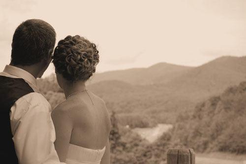 Cabin wedding alternative to wedding chapels in Georgia